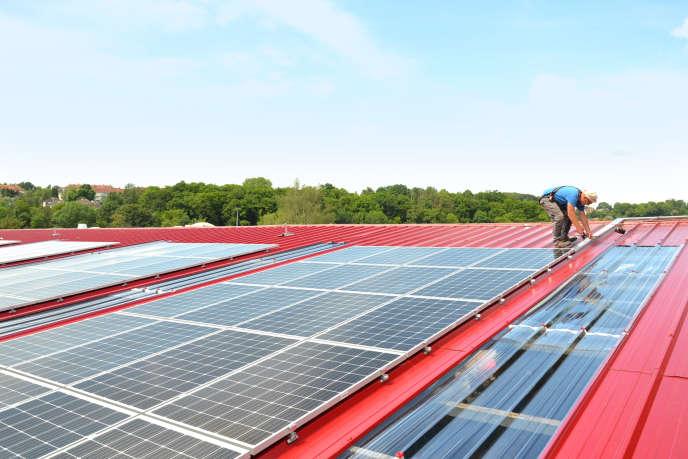 La commune de Malaunay, membre exemplaire de la Métropole Rouen Normandie, a recouvert de panneaux solaires ses ateliers municipaux en 2018.