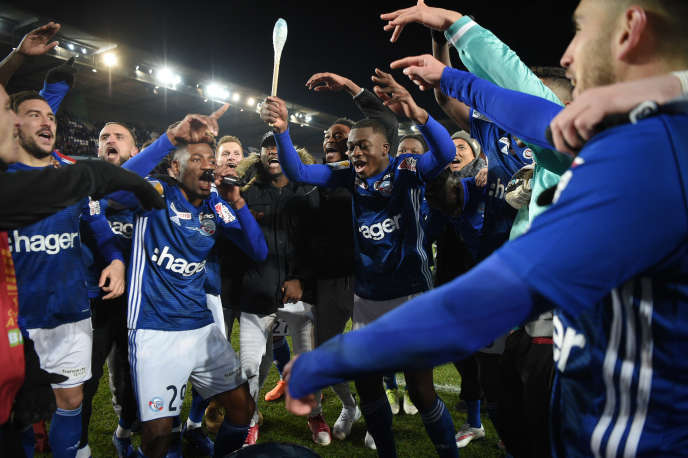 Les joueurs strasbourgeois célèbrent leur victoire en demi-finale de la Coupe de la Ligue, mardi 30 janvier, face à Bordeaux.