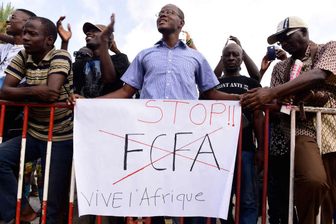 Une manifestation contre le franc CFA, à Dakar, le 16 septembre 2017.