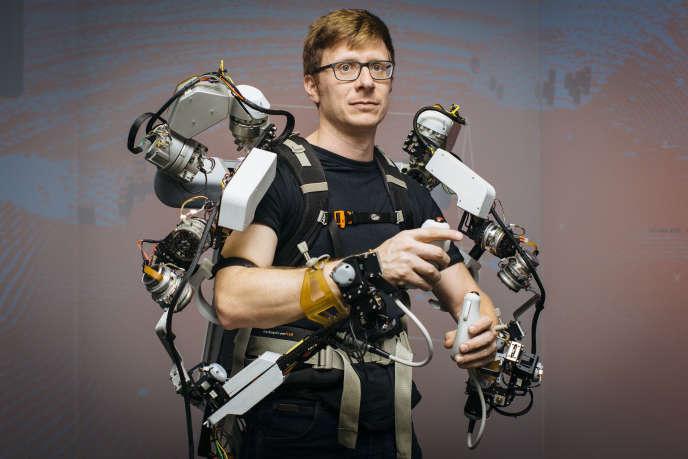 La fusion entre l'homme et la technologie, image extraite de la série « Human+ »,de Thomas Victor.