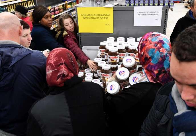 Bousculade à l'Intermarché de Bourg-en-Bresse à l'occasion d'une promotion sur du Nutella, le 26 janvier 2018.