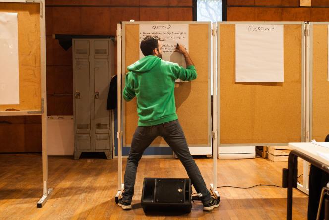 Lors du grand débat national sur le thème de la fiscalité,à Carbon-blanc, à 15 km de Bordeaux,samedi 26 janvier.
