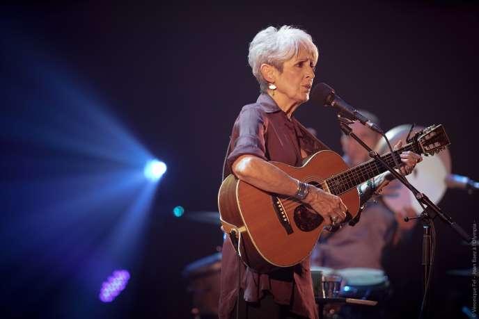 Joan Baez, lors d'un concert enregistré le 13 juin 2018 à l'Olympia (à Paris) dans le cadre de sa tournée d'adieu, « Farewell Tour ».