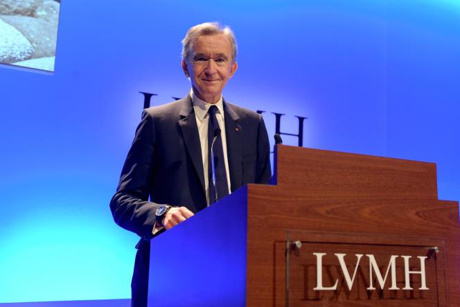 Le patron de LVMH, Bernard Arnault, présente les résultats annuels du groupe de luxe, à Paris, le 29 janvier.
