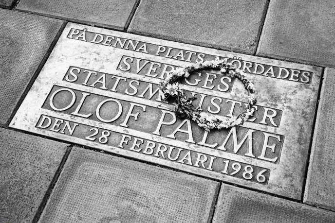 Plaque commémorative sur les lieux de l'assassinat d'Olof Palme, à Stockholm.