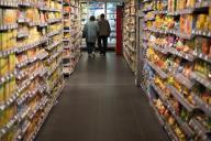 Un rayon de supermarché à Paris.