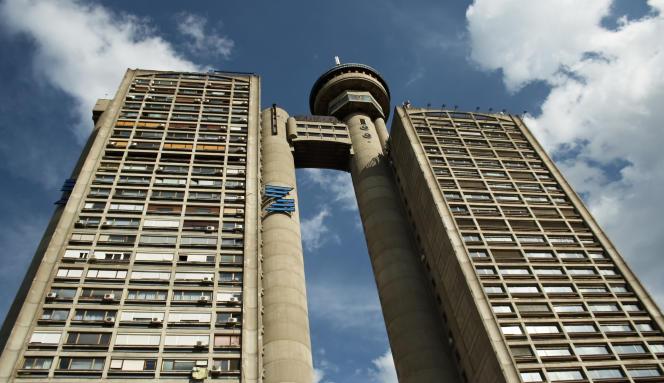 Mouvement architectural d'après-guerre, le brutalisme est à l'origine une utopie sociale moderne révolutionnant le logement collectif.