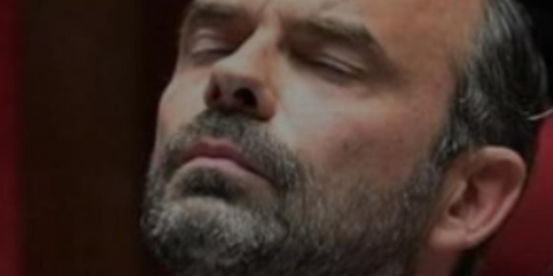 Non, cette photo ne montre pasEdouard Philippe dormant àl'Assemblée nationale
