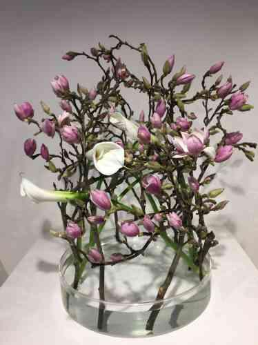 Les enseignants et les élèves des différentes écoles d'ikebana ont présenté leurs créations à la Maison de la culture du Japon. Ici, unecomposition à base de callas et de magnolias.