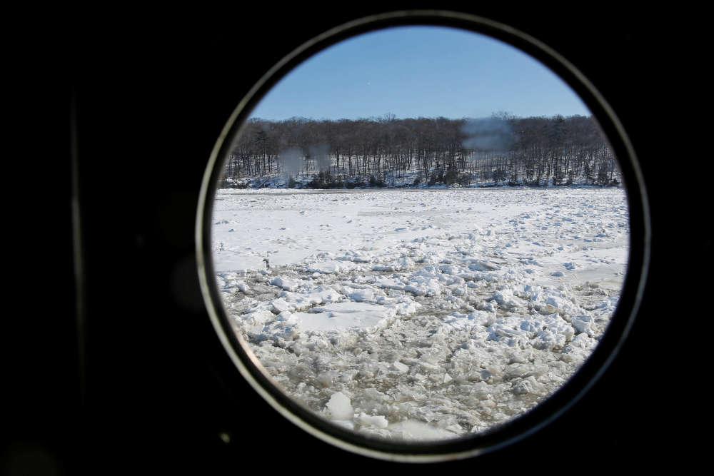 Les berges de l'Hudson gelées entre Kingston et Poughkeepsie, au nord de la ville de New York.
