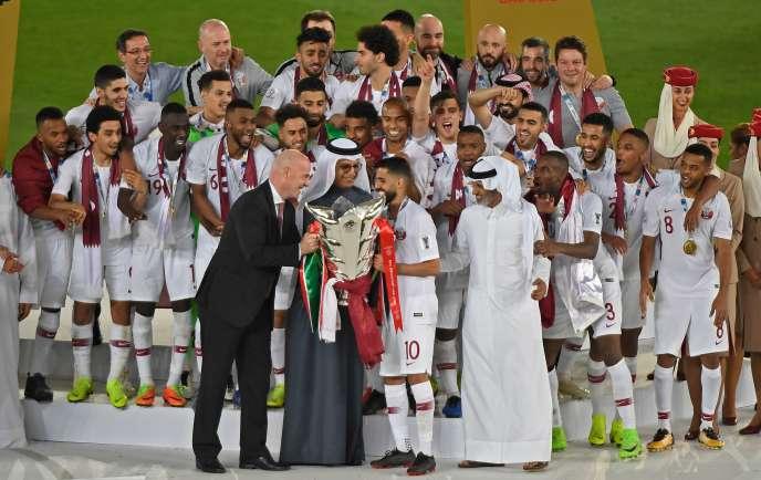 Le qatar organisateur du mondial 2022 remporte la coupe - Qatar football coupe du monde ...