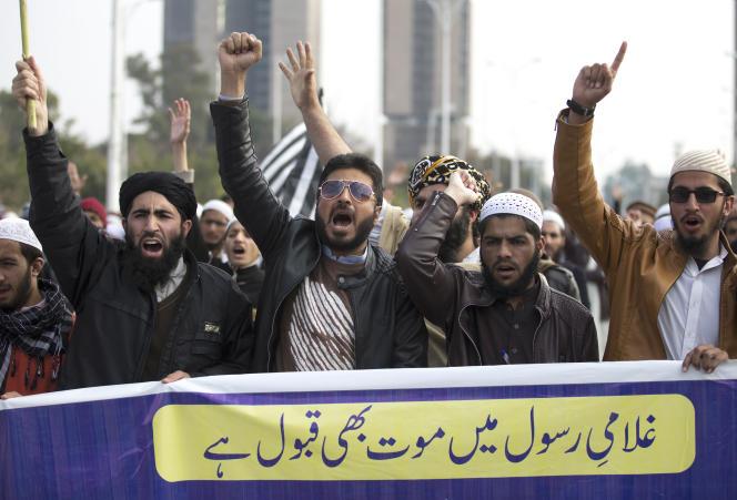 Des manifestants pakistanais protestent contre la condamnation d'Asia Bibi à Islamabad, au Pakistan, le 1er février 2019.
