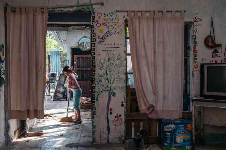 Angeles Maria, la fille de Karla, à leur domicile à San Pedro de Sula. Karla aparticipé à la caravane de migrants d'octobre 2018 qui avait pour destination les Etats-Unis. Arrivée au Mexique, elle a été arrêtée et détenue une semaine par la police mexicaine aux frontières, avant d'être expulsée vers le Honduras.