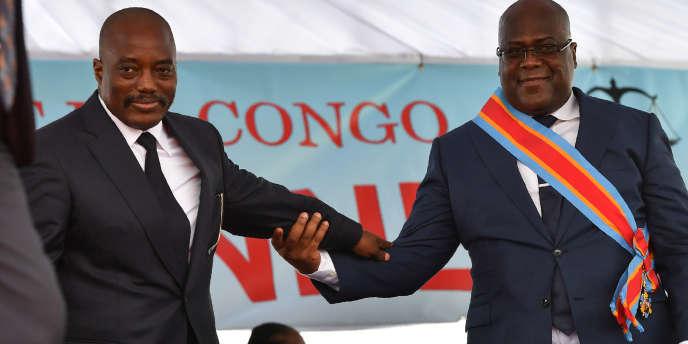 Le président congolais sortant Joseph Kabila et son successeur, Félix Tshisekedi, le jour de son investitutre, le 24 janvier 2019, à Kinshasa.