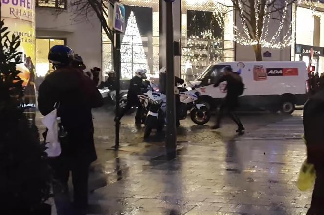 Extrait d'une vidéo prise le 22 décembre 2018, à l'origine de l'identification d'un manifestant par la police.