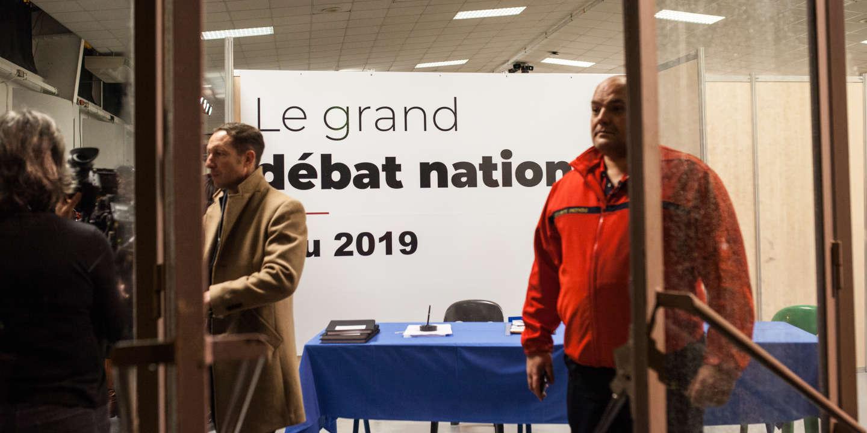 Le grand débat national de Pau, qui se déroule au Parc des Expositions, est animé par le maire de la ville François Bayrou. Près de 500 personnes étaient présentes. Le 25 janvier 2019