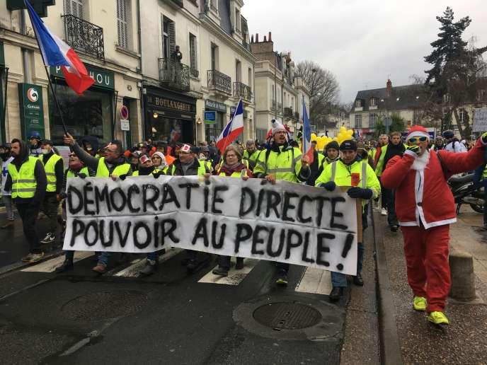 Des manifestants à Tours samedi 2 février 2019 pour l'acte XII des « gilets jaunes».