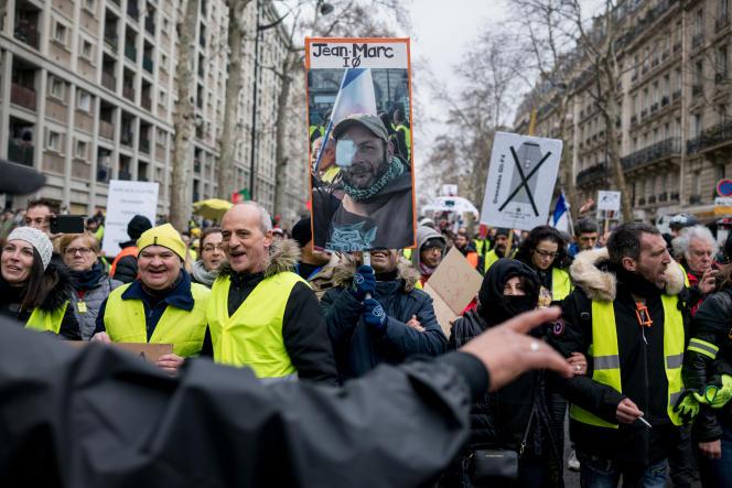 Pour l'acte XII du mouvement, le cortège des« gilets jaunes» rend hommage auxvictimes des violences policières, à Paris, le 2 février.