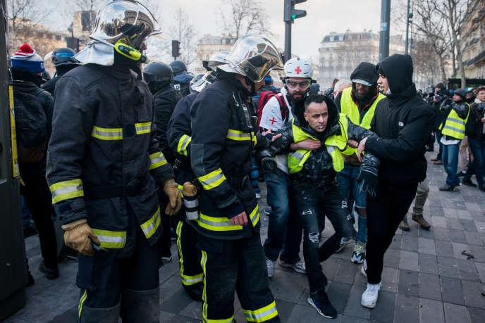 Paris, le 2 février 2019 : manifestation de Gilets jaunes entre la place Félix-Eboué et la place de la République.