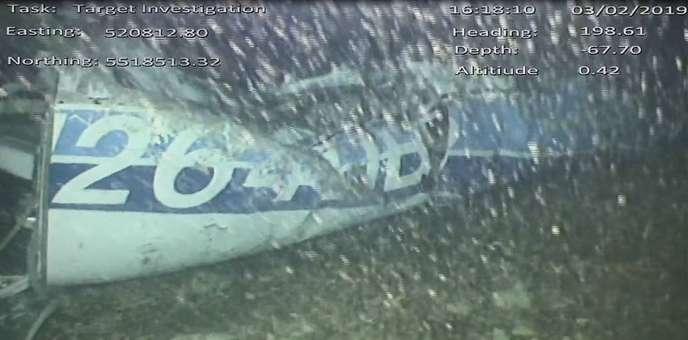 Image diffusée le 4 février par le Bureau d'enquête britannique sur les accidents aériens (AAIB) montrant ce qui a été identifié comme l'épave de l'avion disparu le 21janvier au-dessus de la Manche avec à son bord le footballeur Emiliano Sala et le pilote David Ibbotson.