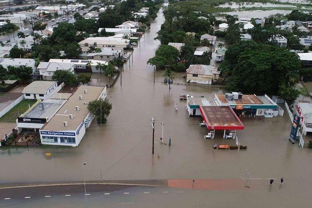 Les inondations touchent la plupart des maisons, écoles et aéroports du nord-est du pays. Ici, une vue aérienne de Townsville, le 3 février. Ecoles et tribunaux sont restés fermés et plus de 16 000 personnes sont sans courant, selon Emma Oliveri, porte-parole du groupe de distribution électrique Ergon Energy.