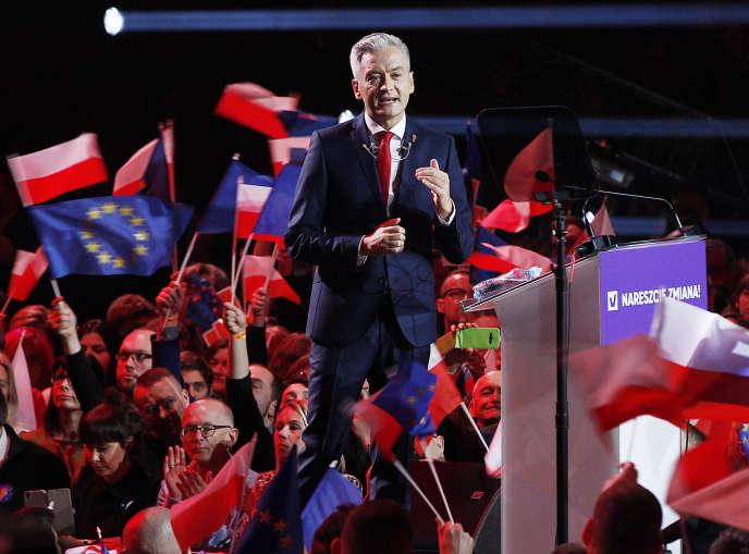 Robert Biedron, lors de la convention annonçant son nouveau parti, Wiosna, dimanche 3 février à Varsovie.
