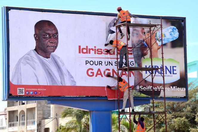 Affiche de campagne d'Idrissa Seck, président du parti Rewmi et candidat à l'élection présidentielle du 24 février. Dakar, 4 février 2019. / AFP / SEYLLOU
