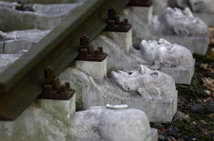 Mémorial en mémoire aux victimes du travail forcé de la Reichsbahn (ancienne compagnie de chemin de fer allemande) à Schwerte, une ancienne annexe de l'ex- camp de concentration de Buchenwald (Allemagne), le 13 janvier 2015.