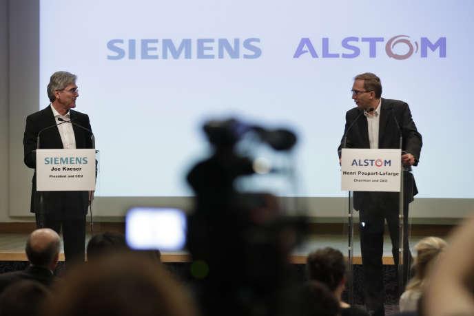 Le patron de Siemens, Joe Kaeser (à gauche) et le PDG d'Alstom, Henri Poupart-Lafarge lors de la conférence de presse annonçant la fusion des deux groupes, à Paris, le 27 septembre 2017.
