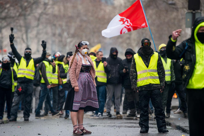 Manifestation de « gilets jaunes», à Paris, le 2 février. Le cortège rend hommage aux victimes des violences policières.