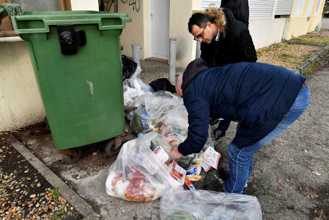 Me Arash Derambarsh fait constater par huissierque de la nourriture consommable était jetée par un supermarché Leclerc des Landes, lundi 4 février 2019.