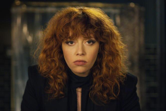 Natasha Lyonne incarne le personnage principal, Nadia Vulvokov, dans«Russian Doll».