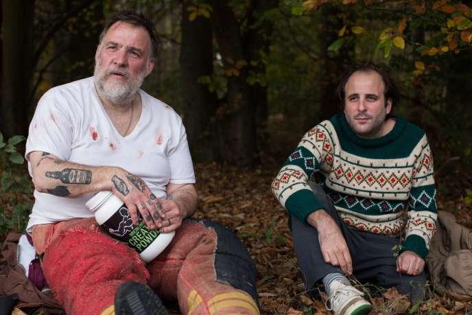 Vincent Macaigne (à droite) et Bouli Lanners dans le film de Samuel Benchetrit,«Chien».