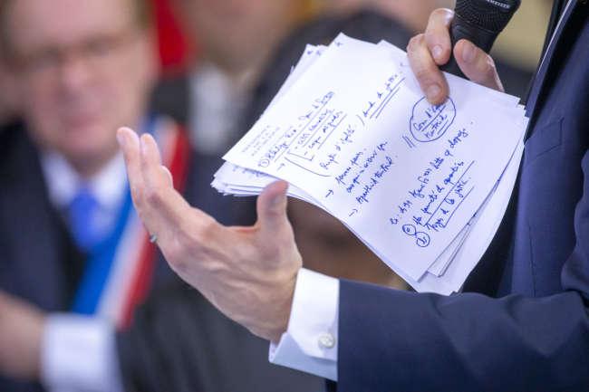 Emmanuel Macron, président de la République, participe au grand débat face aux élus de banlieue à Evry-Courcouronnes (Essonne), lundi 4 février.