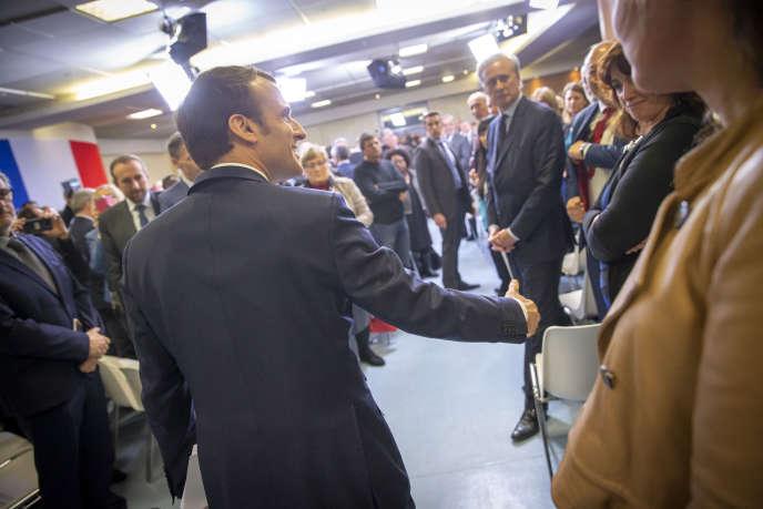 Emmanuel Macron, président de la République, participe au grand débat face aux élus de banlieue à Evry-Courcouronnes, lundi 4 février.