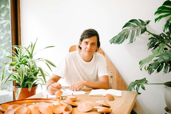 Le designer Rodrigo Bravo.