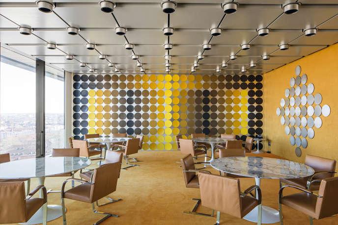 Installation avec 3 côtés, dans la salle à manger du siège de la Deutsche Bundesbank, à Francfort-sur-le-Main.