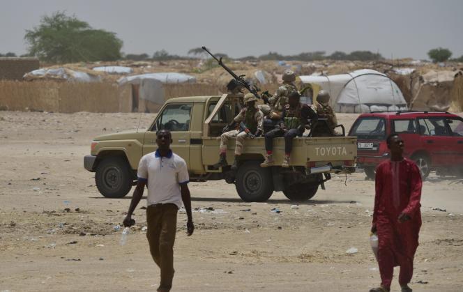 Une patrouille de l'armée nigérienne à Bosso, dans l'extrême sud-est du pays, à la frontière avec le Nigeria, en juin 2016.