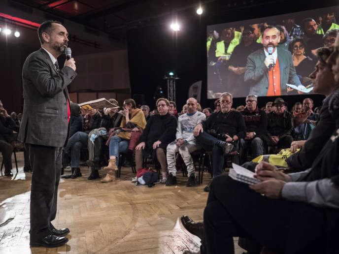 Le maire de Béziers, Robert Ménard, lors du grand débat national au palais des congrès de la ville, le 4 février.