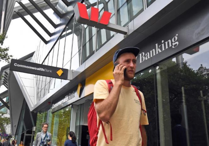 Devant une agence de la banque australienne Westpac, à Melbourne, le 4 février.