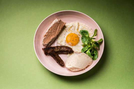 De la pulenta, du figatellu (saucisse de cochon noir) et du brocciu.