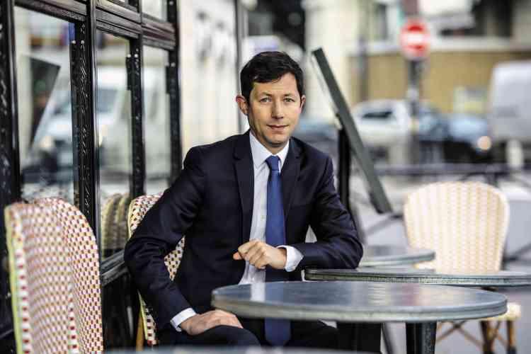 Le 29 janvier, François-Xavier Bellamy a bel et bien été nommé tête de liste LR pour les européennes. Il a surtout été chargé par Wauquiez de redonner à la France « des repères, des valeurs, des limites ». En toute logique, la première décision du jeune homme consiste donc à remettre sa cravate, nous rappelant cette phrase d'Oscar Wilde : « Une cravate bien nouée est le premier pas sérieux dans la vie. » Ou celle de Jacques Dutronc :« La cravate est le passeport des cons. »