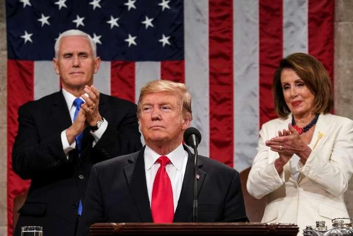 Donald Trump, devant son vice-président, Mike Pence, et la speaker, Nancy Pelosi, lors de son discours sur l'état de l'Union, le 5 février, à Washington.