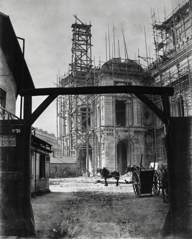 Le chantier du Palais Garnier, à Paris, en 1866.