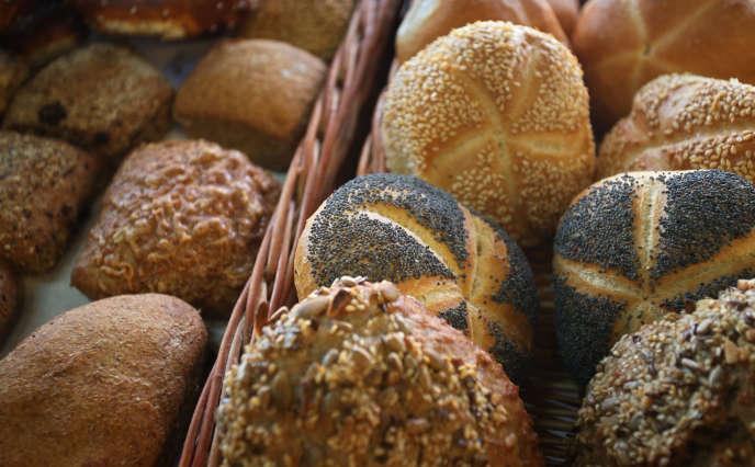Le pain produit à partir de farine de blé contient de grandes quantités de gluten.