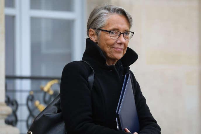 La ministre des transports, Elisabeth Borne, quitte le palais de l'Elysée, à Paris, le 30 janvier.