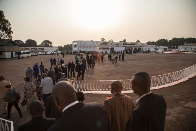 Après la signature de l'accord entre le gouvernement centrafricain et les groupes rebelles, à Bangui, le 6 février.