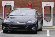 Une Telsa Model 3 recharge ses batteries, le 24 juin 2017, à Charlotte (Caroline du Nord).