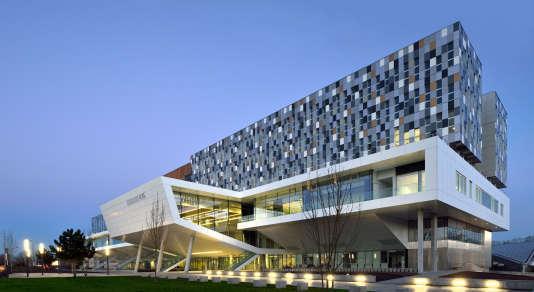 Sur le campus de la Bordeaux-KEDGE Business School.