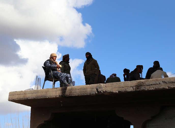 Un soldat des Forces démocratiques syriennes à Baghouz, dans l'est de la Syrie, le 2 février.